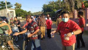 Peduli Covid-19, Politisi PDI-P L. Budi Suryata Berbagi Takjil Di Pulau Sumbawa