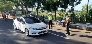 Cegah Merebak Covid-19, Tempat Wisata Ditutup & Polisi Siagakan Anggota Saat Lebaran Ketupat