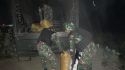 Pos Satgas Pamtas Yonif 742/SWY Kembali Gagalkan Penyelundupan Ratusan Potong Pakaian Bekas