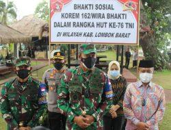 Danrem 162/WB Bagi Sembako Kepada Masyarakat Kurang Mampu di Wilayah Kodim 1606/Mataram