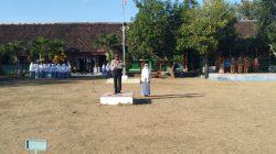 Upacara Bendera, Kapolsek Lunyuk Sampaikan Himbauan Kepada Pelajar