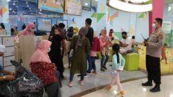 Polsek Mataram Ingatkan Pentingnya Prokes Terhadap Pengunjung Toko