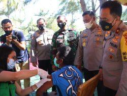 Bentuk pegabdian AKABRI Angkatan 89 Wakapolda NTB Laksanakan Bansos & Vaksin